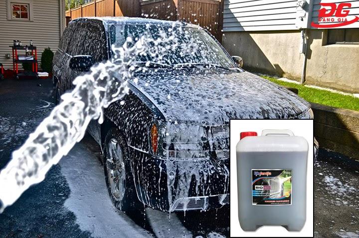 Rửa xe bằng dung dịch không chạm BIO 30