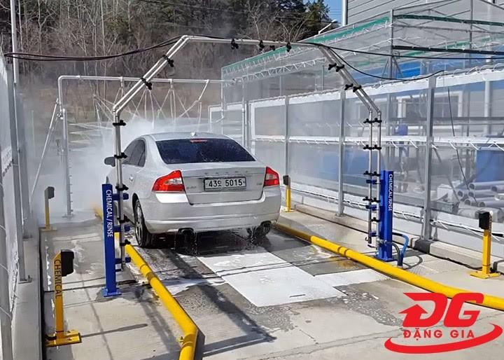 Hệ thống rửa xe ô tô bán tự động