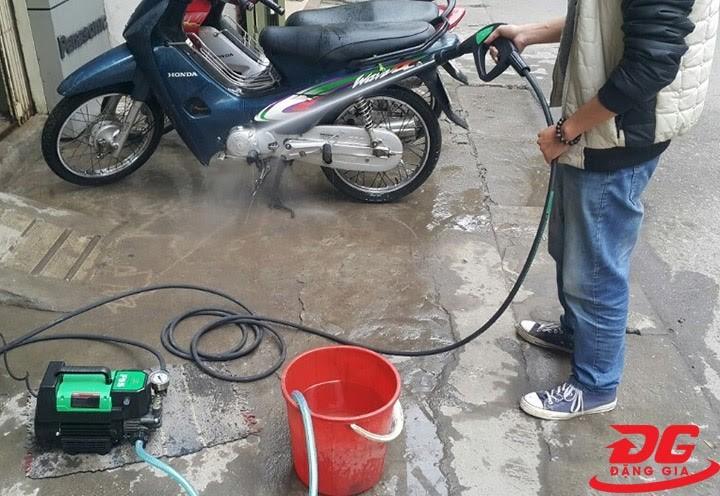 Máy xịt rửa xe motor từ