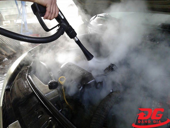 Máy rửa xe hơi nước nóng Lavor