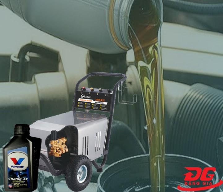 Thay dầu thường xuyên cho máy xịt rửa cao áp