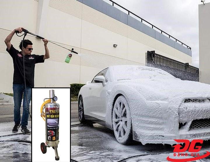 Sử dụng bình bọt tuyết Pallas rửa xe