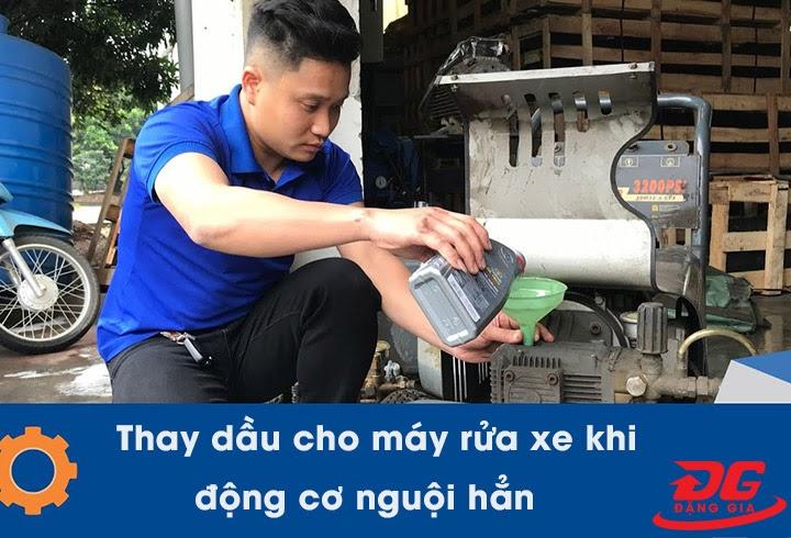 Thay dầu khi động cơ máy rửa xe nguội hẳn
