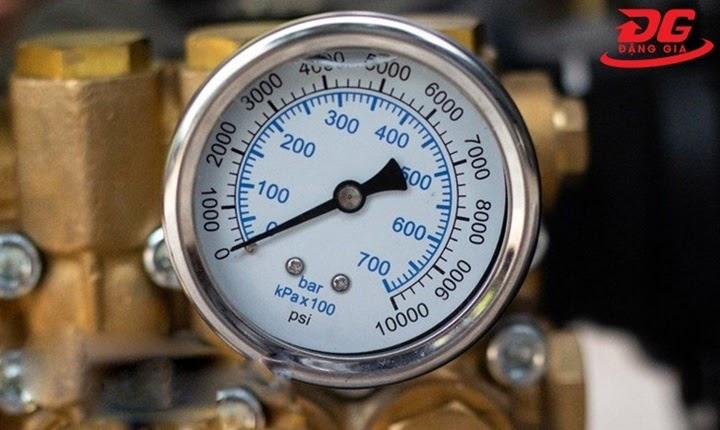 Cách chỉnh áp lực máy rửa xe phải kết hợp với đồng hồ đo áp lựcđồng hồ