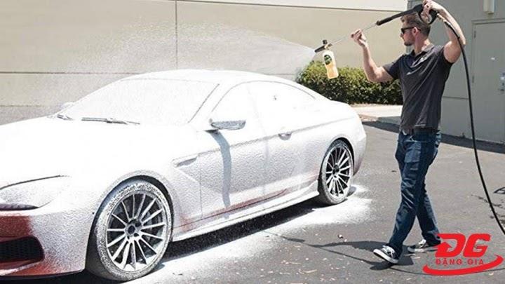 Cách rửa xe không chạm có sạch không